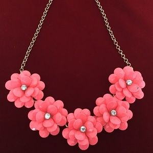 J CREW ACRYLIC ROSE NECKLACE IN CORAL